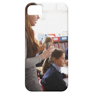 学童にレッスンを説明している先生 iPhone SE/5/5s CASE