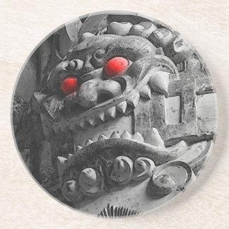 赤鬼 de la máscara de Oni del samurai Posavasos Diseño