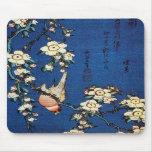 鳥と枝垂桜, pájaro y cerezo que llora, Hokusai del 北斎 Tapetes De Raton