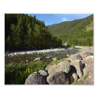 0207 8/12 río de la montaña en parque del glaciar fotografías