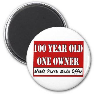 100 años, un dueño - las piezas de las necesidades imán redondo 5 cm