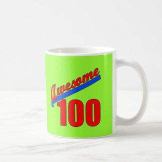 100 impresionantes impresionantes en 100 años taza básica blanca