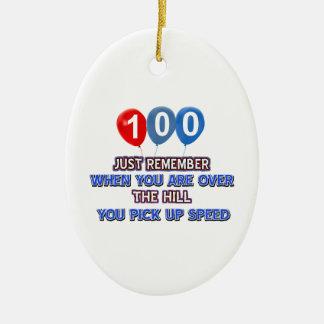 100 y sobre los diseños del cumpleaños de la ornamento de navidad