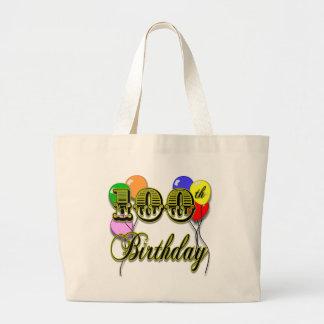 100o La bolsa de asas del cumpleaños con los globo