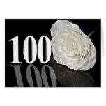 100o Tarjeta de cumpleaños con un rosa blanco clás