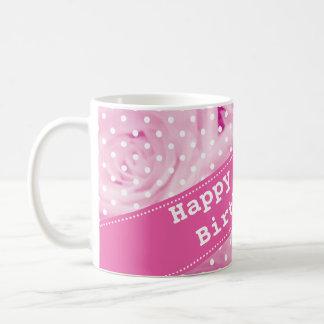 100o Taza del cumpleaños con las flores color de