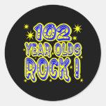 ¡102 años de la roca! Pegatina (del azul)