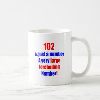 102 es apenas un número tazas de café