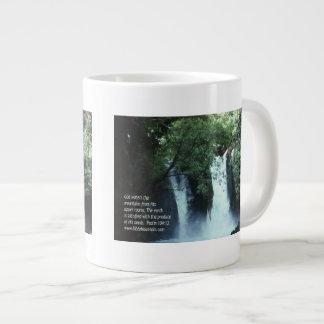 104:13 de la cascada y del salmo de Banias Taza De Café Gigante