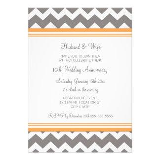 10ma invitación gris anaranjada del aniversario de