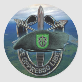 platoon vs green berets Green beret vs marsoc  has a direct action platoon which operates as the spec ops of the marine corps  a green beret is a hat that happens to be .