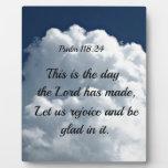 118:24 del salmo éste es el día el hath del señor  placas con fotos