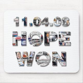 11.04.08: Esperanza ganada - collage del periódico Alfombrilla De Ratones