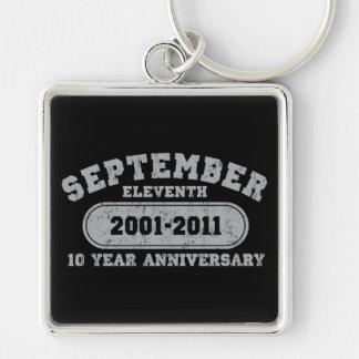 11 de septiembre - aniversario 2011 llavero cuadrado plateado