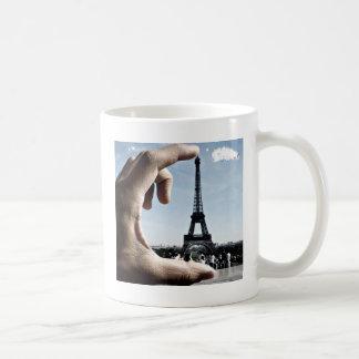 1281582808_11-incredible-optical-illusions-you-can coffee mug