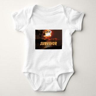 12-21-12 superviviente del extremo de la tierra tee shirts