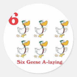12 días seis uno-colocaciones de los gansos pegatina redonda