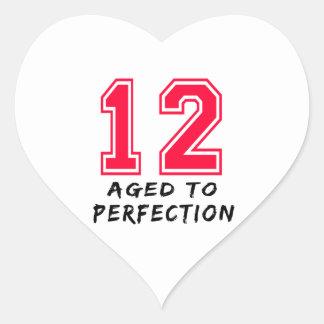 12 envejeció al diseño del cumpleaños de la pegatina de corazon