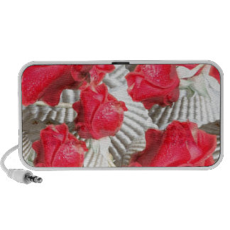 12jpg VICTORIAN RED ROSES WHITE TEXTURED BACKGROUN Portable Speakers