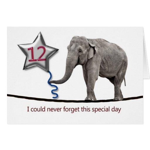12mo Tarjeta de cumpleaños con el elefante que cam