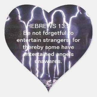 13:2 DE LOS HEBREOS QUE ENTRETIENE ÁNGELES PEGATINA EN FORMA DE CORAZÓN