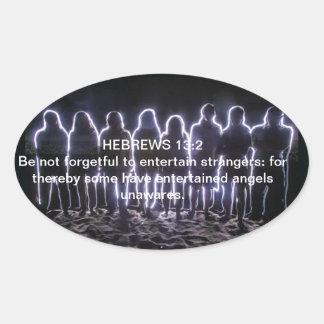 13:2 DE LOS HEBREOS QUE ENTRETIENE ÁNGELES PEGATINA OVALADA