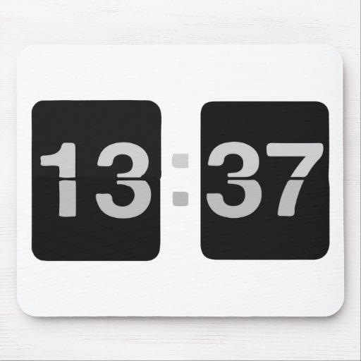 13:37 del reloj de L33T Alfombrilla De Raton