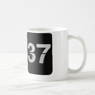 13:37 del reloj de L33T Taza Clásica