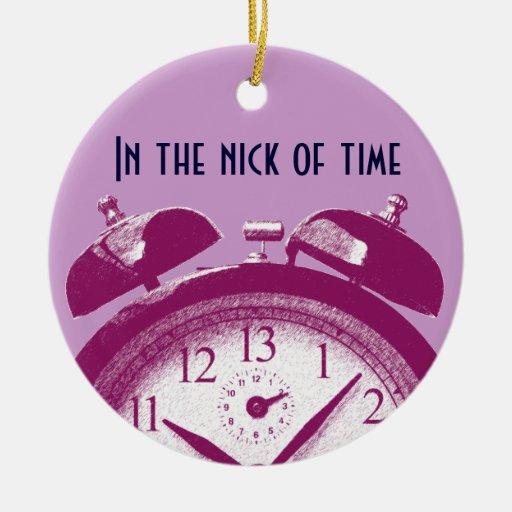 13 horas de rojo adorno navideño redondo de cerámica