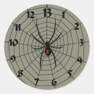 13 reloj de la araña de trece horas pegatina redonda