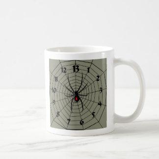 13 reloj de la araña de trece horas taza clásica