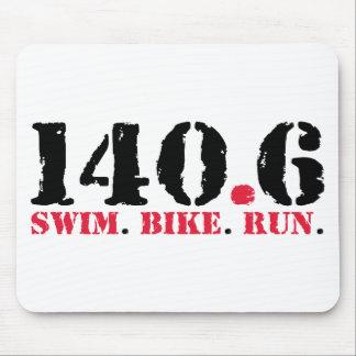 140,6 Funcionamiento de la bici de la nadada Alfombrillas De Ratón