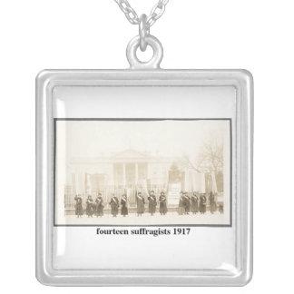 14 Suffragists, 1917 Colgante Cuadrado