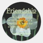 17:17 de los proverbios de la amistad pegatinas redondas