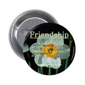 17:17 de los proverbios de la amistad pin redondo de 2 pulgadas
