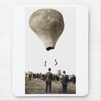 1880 acróbatas del globo del aire caliente alfombrilla de ratones