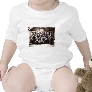 1880 cadetes de las mujeres armados con las trajes de bebé