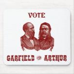 1880 voto Garfield y Arturo, rojos Alfombrillas De Ratón