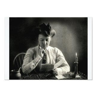 """1902 que lee por luz de una vela invitación 5"""" x 7"""""""