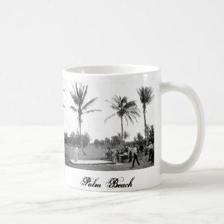 1904 Golfing Palm Beach Fl. Mug