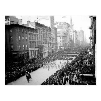 1905 5th Ave NYC Parade Postcard