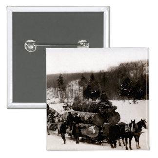 1905 leñadores en el trabajo pin cuadrada 5 cm