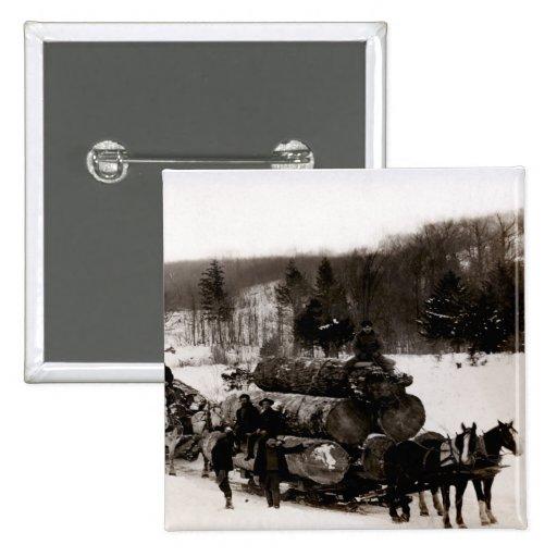 1905 leñadores en el trabajo pin cuadrado