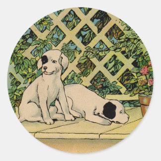 1914 dos perros que son curiosos pegatina redonda