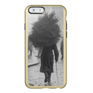 1915: A soldier carrying a christmas tree Incipio Feather Shine iPhone 6 Case