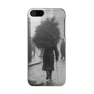 1915: A soldier carrying a christmas tree Metallic Phone Case For iPhone SE/5/5s