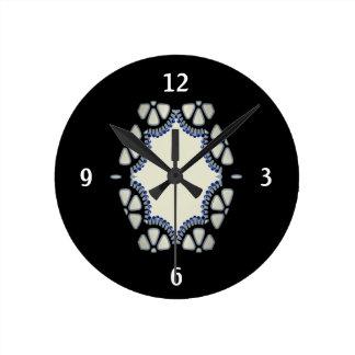 1920 fan cutwork round clock