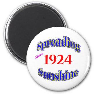 1924 Spreading Sunshine Magnet