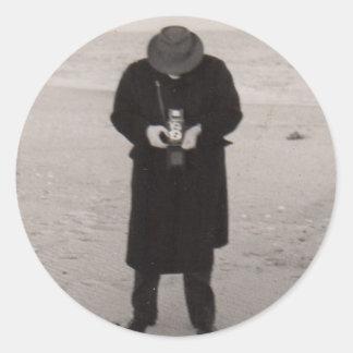 1940s photographer on the beach classic round sticker