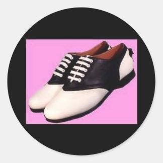 1950 zapatos de silla de montar retros de los pegatina redonda